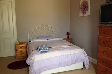 Cosy and Stylish Large Double Room - Bearsden - Hus