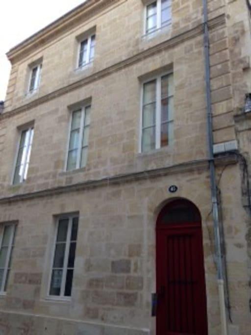 De bordeaux 2p calme refait neuf avec parking for Location appartement neuf bordeaux