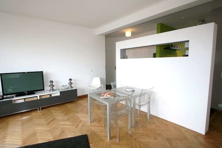 Flagey: stunning view from bright and spacious 2BR - Ixelles - Lägenhet