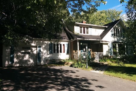 Grande maison (quartier paisible) - Boucherville - Ház