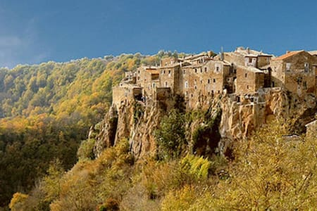 Calcata: Rent holiday home - Calcata Vecchia - Hus
