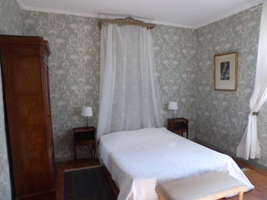 Chambres d 39 h te la tour ch teaux louer pont saint for Chambre d hote tours