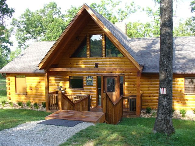 Vacation Log Cabin - Private hottub - Ridgedale - Stuga
