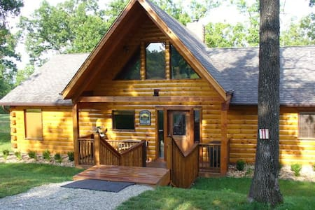 Vacation Log Cabin - Private hottub - Ridgedale