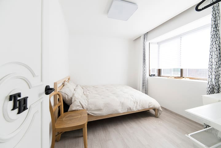 "Jamsil ""Comestay"" TH - Double bedroom - Songpa-gu - Aamiaismajoitus"