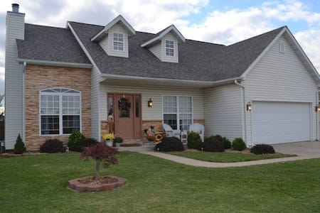 Convenient Haven of Modern Comfort Near Downtown - Caseyville
