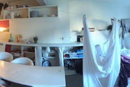 appartement style loft rue Belgrand - Paris