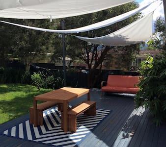 Garden view double room - Dapto - บ้าน