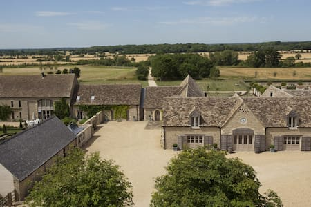Poulton Hill Estate, The Cotswolds - Poulton - Bed & Breakfast