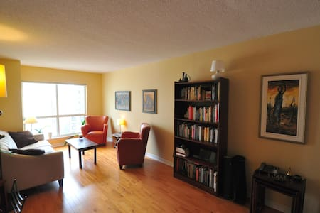 Cozy Room-Heart of Downtown Toronto - Toronto - Condominium