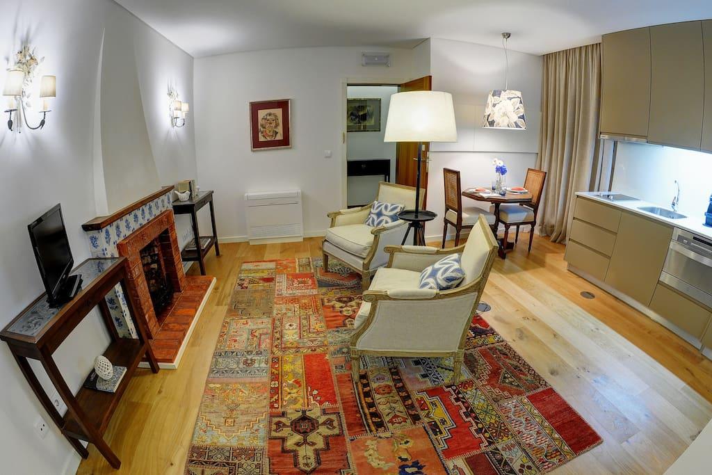 Sala espaçosa e confortável
