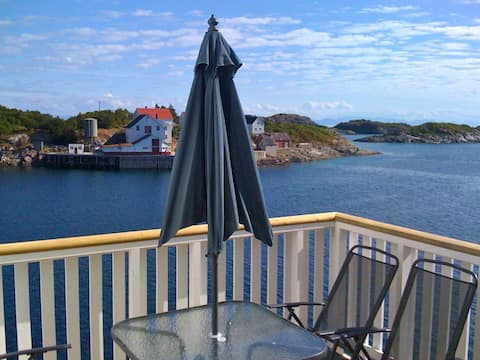 Apartment with fantastic seaview in Henningsvær.