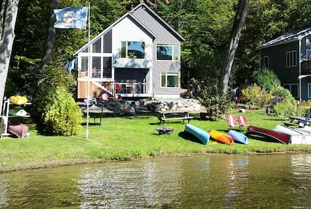 Lakefront home with stunning views - Leicester