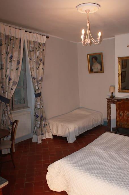 Une nuit au ch teau chambre d 39 h tes de charme chambres d 39 h tes louer pont saint esprit - Reprendre une chambre d hotes ...