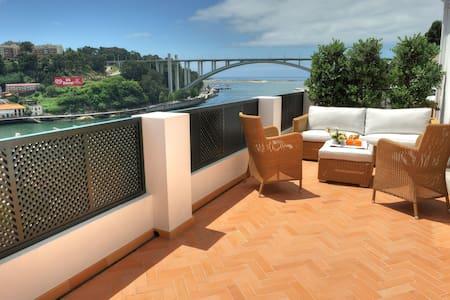 Estúdio C/Amplo Terraço E Vista Rio