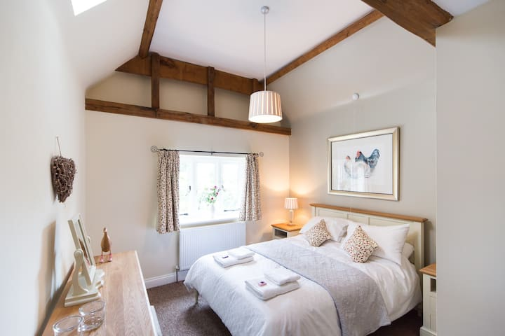 King Size En-suite Bedroom & Lounge - Hertfordshire - Bed & Breakfast