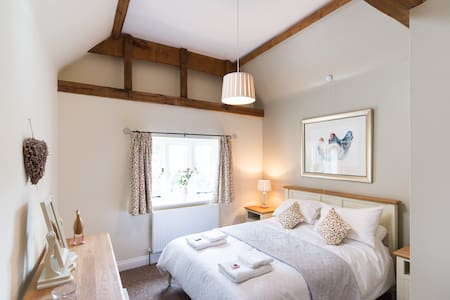 King Size En-suite Bedroom & Lounge - Hertfordshire