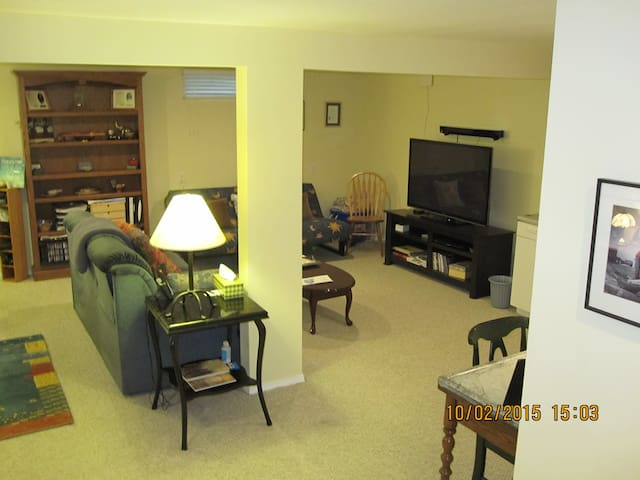 1 level of Condo - near everything - Louisville - Kondominium