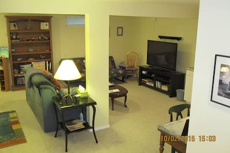 1 level of Condo - near everything - Louisville - Osakehuoneisto