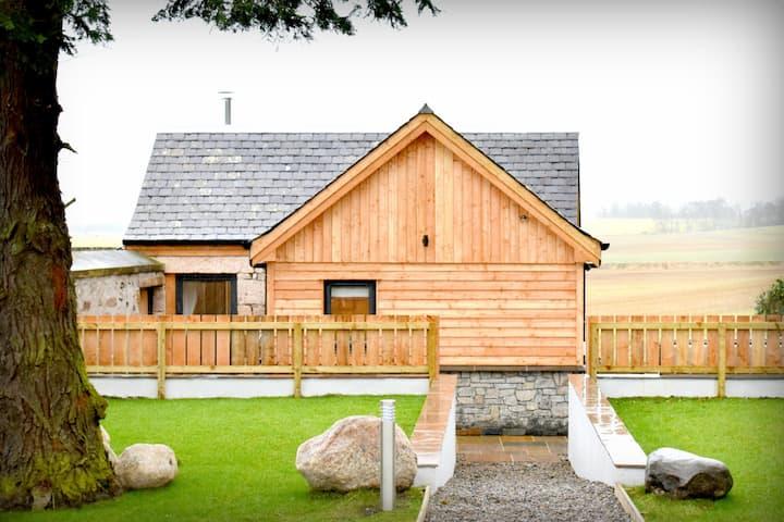 The Auld Reekie-Former Salmon Smoke House(hot tub)