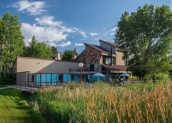 Ski Vacation Townhome sleeps 8 in Park City area