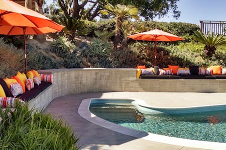 A very peaceful private studio in a Mid-Century home designed by William Krisel. Private entrance, access to pool and spa on the top of Mt Soledad. This retreat like space will offer you every modern amenity, no expense spared in our 2015 remodel.