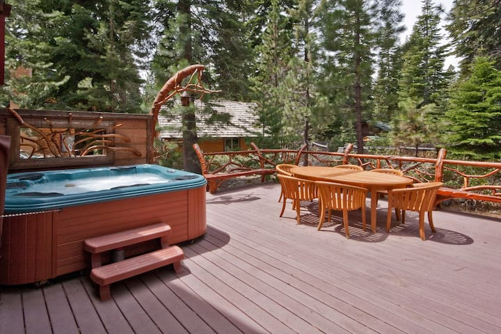 Stunningly Remodeled Home w/ Hot Tub, Walk to Lake