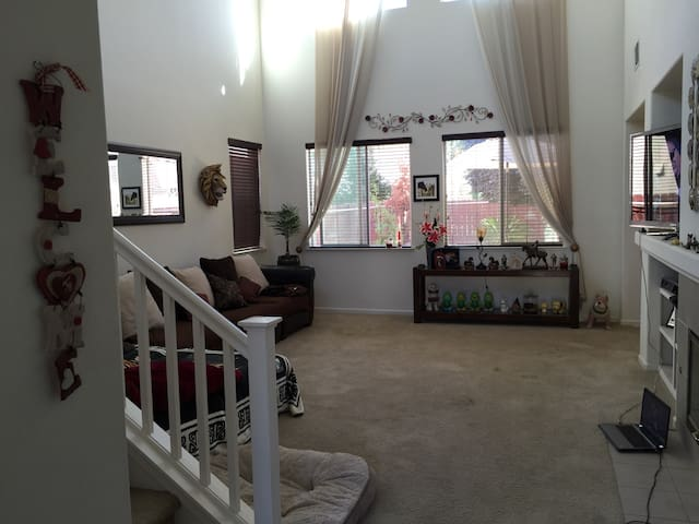 The Place to Stay 3br 2.5 bath Home - Yuba City