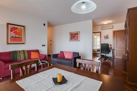 Private room+bath near to Fiumicino - Fiumicino - Appartement