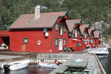 Boathouse apartment  ground floor - Hjelmeland - Byt