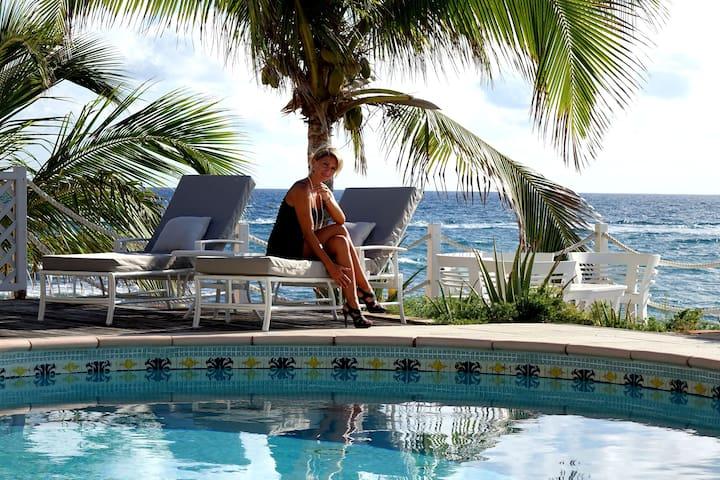 BEACON HILL Villa 4 Br Oceanfront - Simpson Bay - Villa