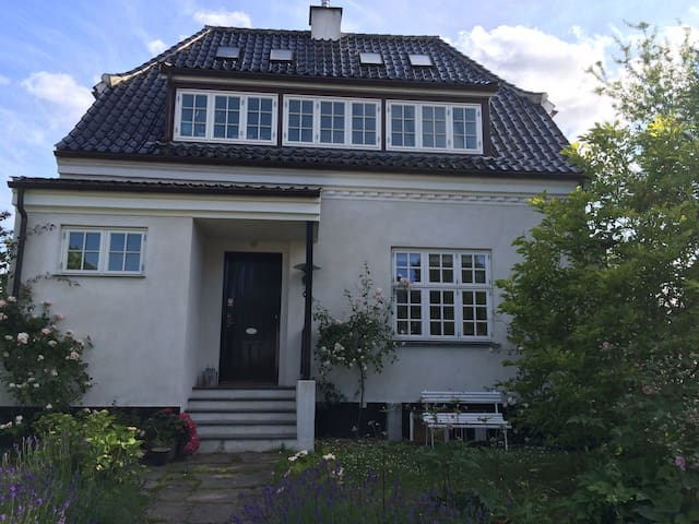 House with its own Orangerie - Charlottenlund