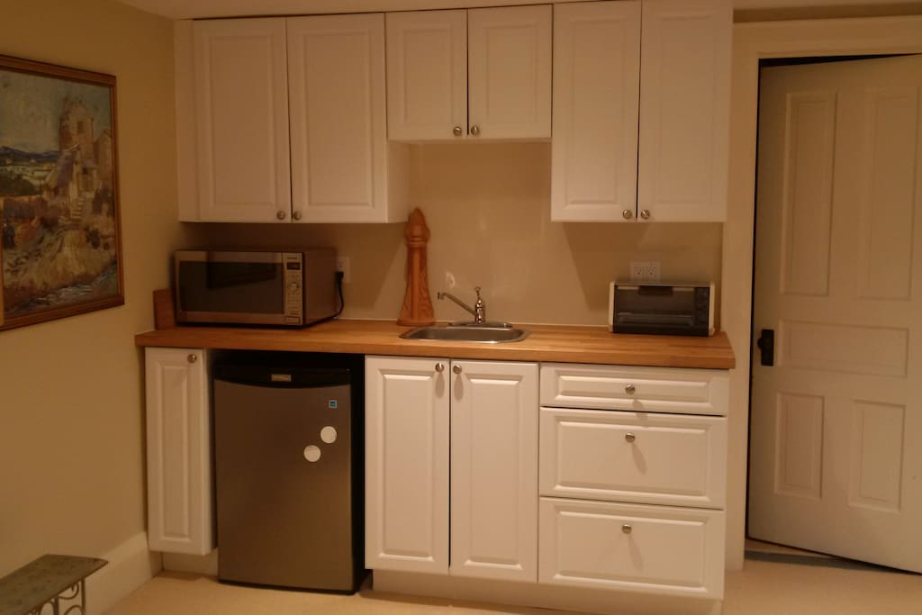Fully stocked kitchenette with all dishware, fridge, microwave, hot plate, toaster oven and kettle