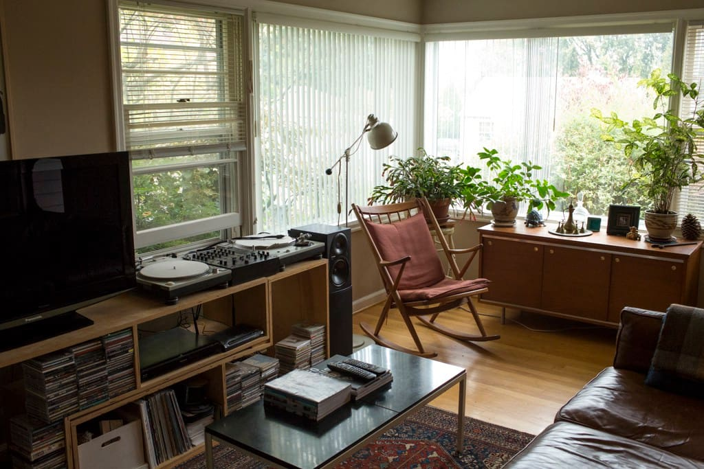 Comfy living room with turntables.