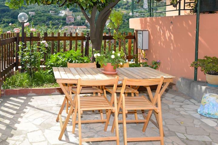 Camera in casa, balcone privato - Finale Ligure - Dům