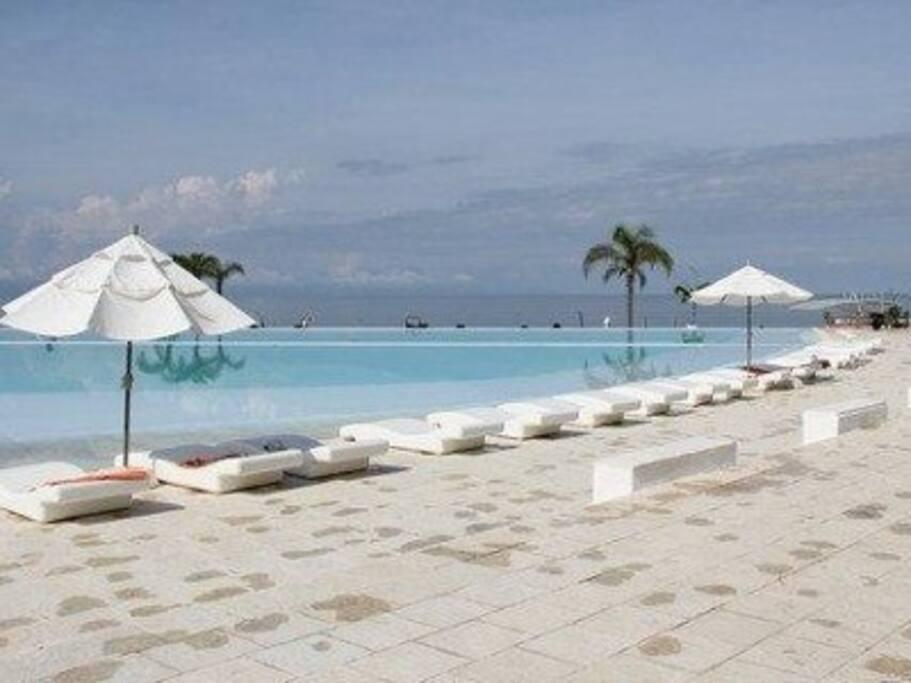 Infinity pool area