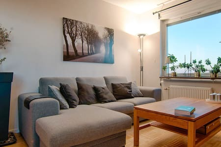 Cozy private room, perfectly locate - Solna