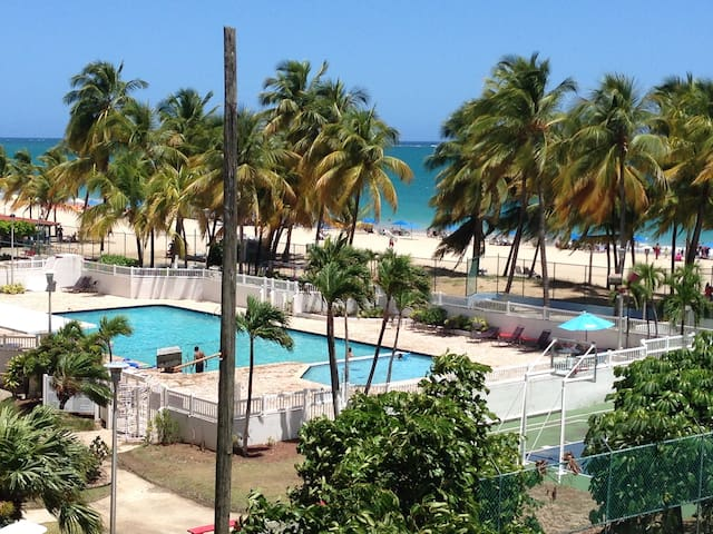 Beachfront Condo 2/2, Balcony/Pool - Carolina - Appartement