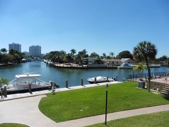 Beautiful condo on the water - Hallandale Beach - Appartement