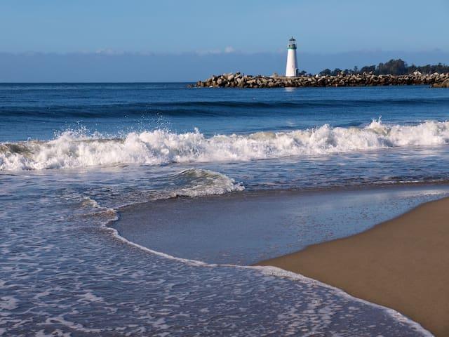 Blacks Beach Retreat-Steps to Sand