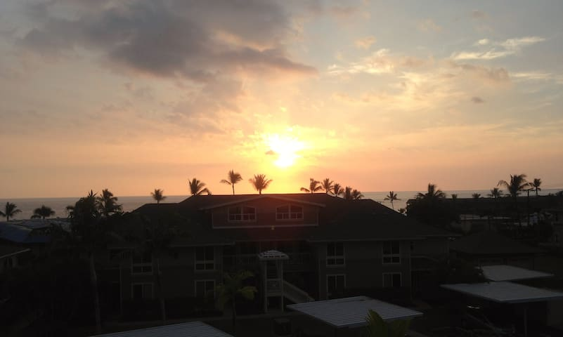 One of many incredible ocean-view sunsets from the lanai.
