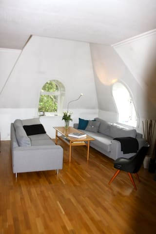 Private room in nice and central apartment