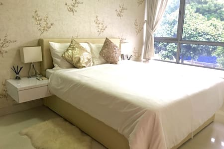 10min to CBD. 5min to MRT. Luxury apartment
