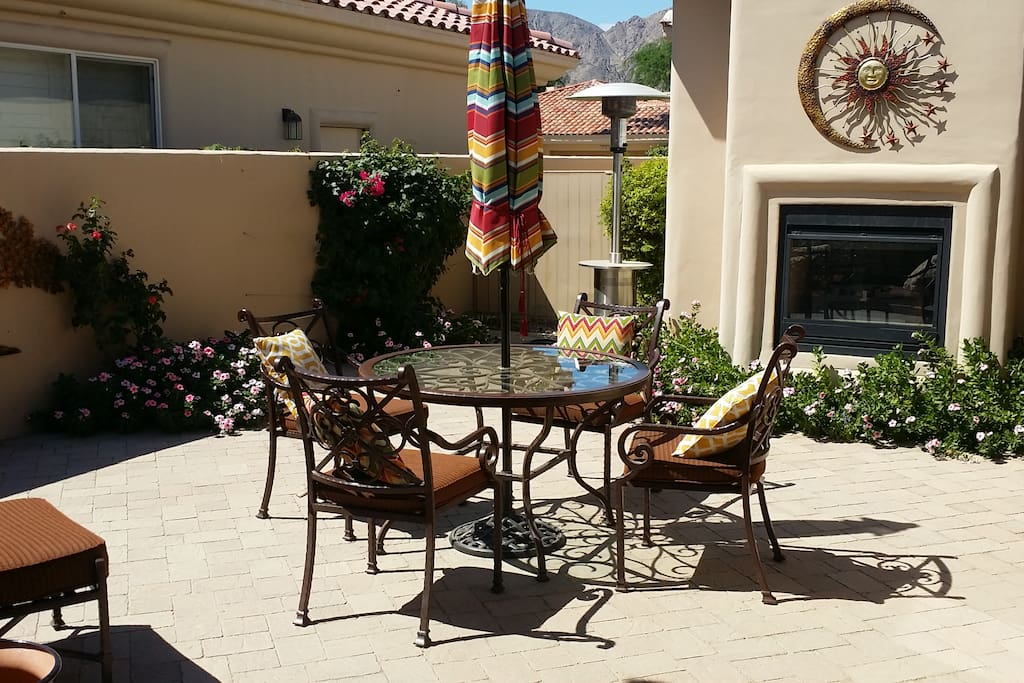 Courtyard with patio table & chairs