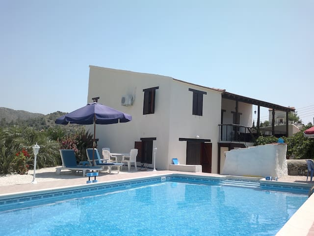 Akapnou .Sole use of swimming pool and courtyard