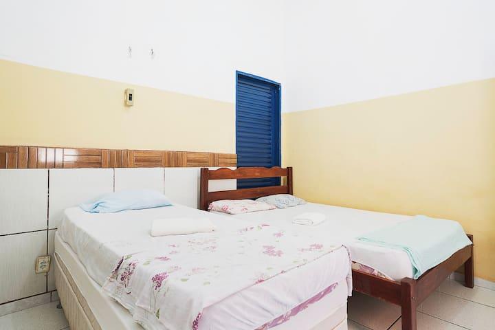 quarto 14 cama de casal + solteiro