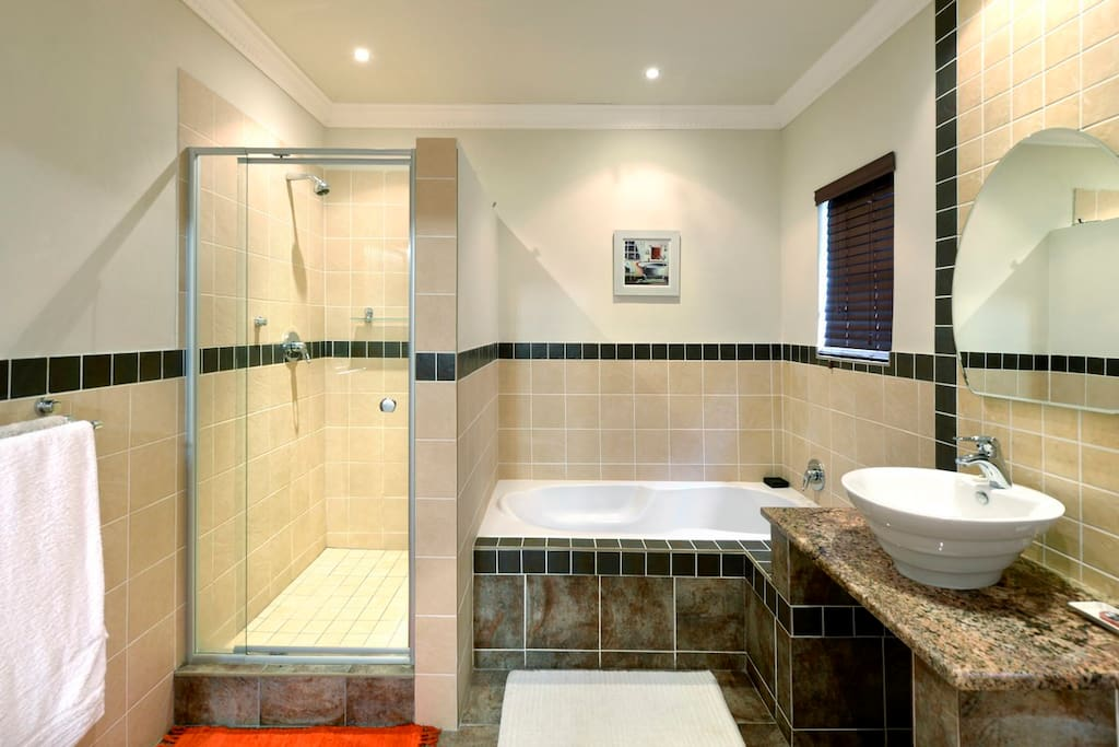 Pinotage en-suite bathroom with walk-in shower and bath