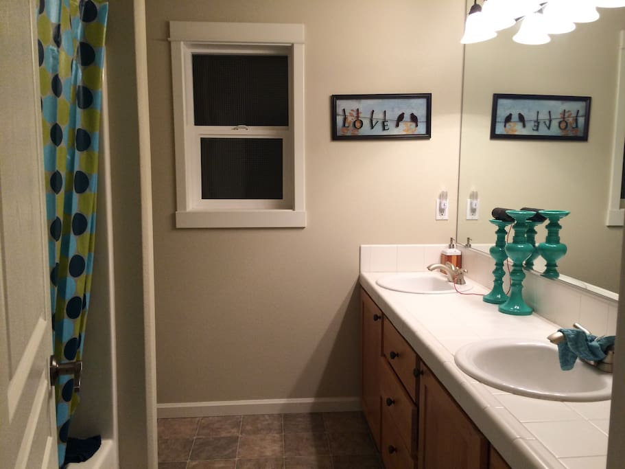 Upstairs bathroom with 2 sinks close to guest bedroom. Very seldom used by owner's daughter.
