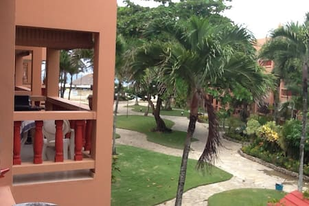 Relaxing Beachfront Condo Complex - คาบาเรต