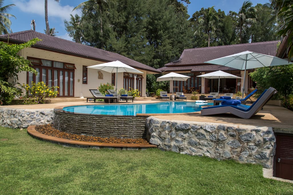All 3 villa's have direct access to the poolside patios